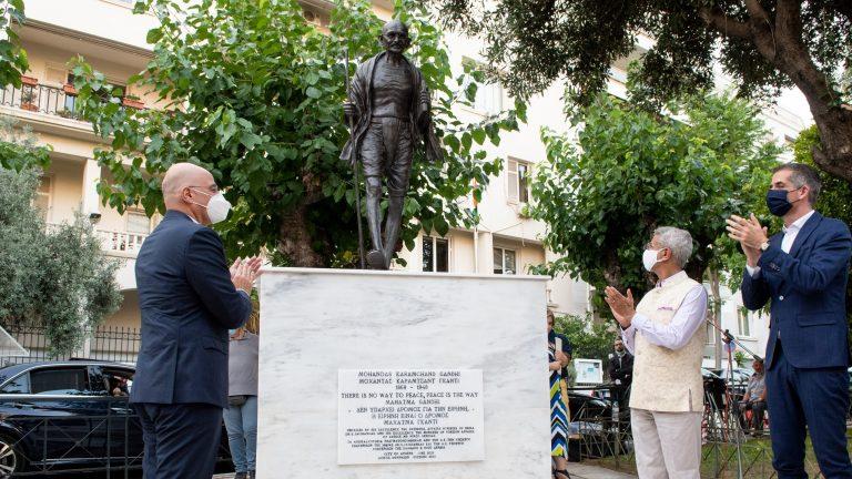 Αποκαλυπτήρια ανδριάντα του Μαχάτμα Γκάντι στην Αθήνα [Photo/Video]