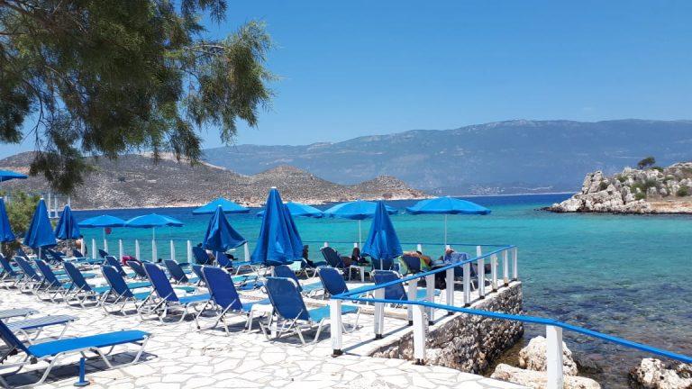 CNBC: Στην κόψη του ξυραφιού η τουριστική σεζόν – Τι λέει για την Ελλάδα
