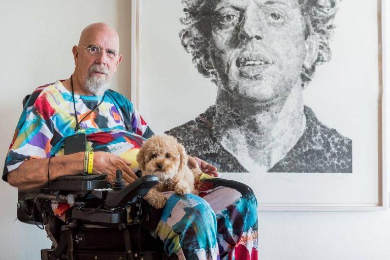 Έφυγε από τη ζωή στα 81 του ο εικαστικός Τσακ Κλόους, μορφή του υπερρεαλισμού